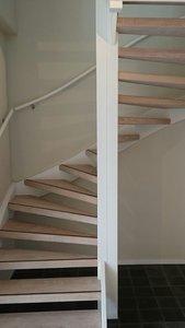 Complete set voor eiken open trap met 13 treden en 2 kwart draai