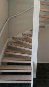Complete set voor eiken open trap met 15 treden en 2 kwart draai