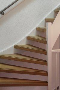 Complete set voor eiken open trap met 14 treden en 1 kwart draai
