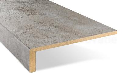ingezoomde enkele overzettrede van cpl materiaal in de kleur licht beton 30x90cm